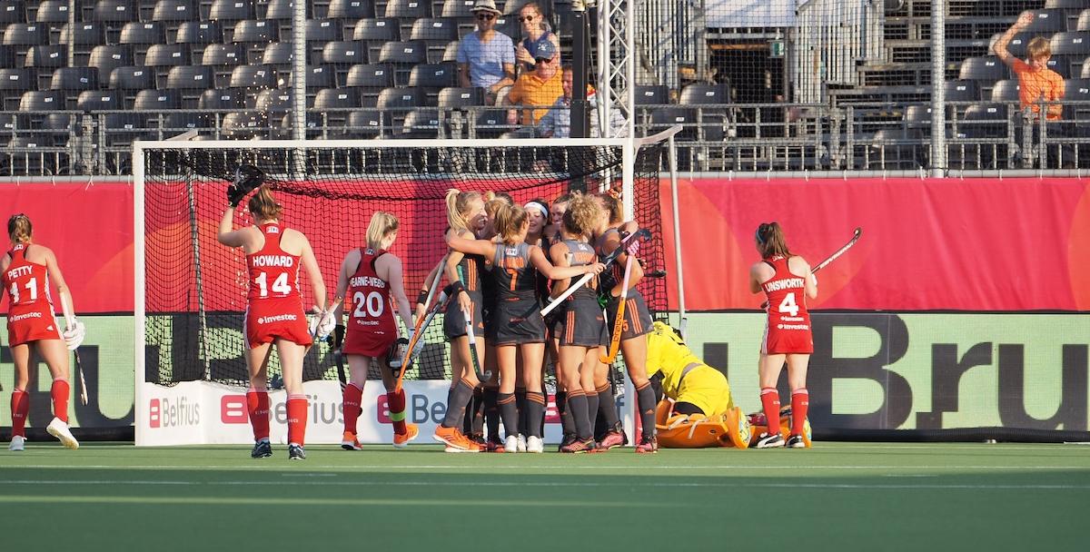 Nederland wint kinderlijk gemakkelijk en maakt zich op voor de finale