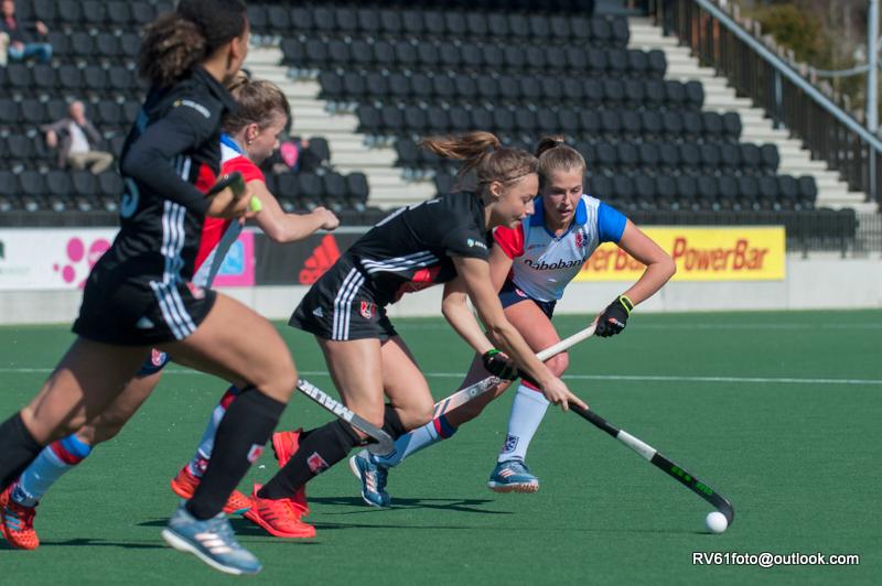 Amsterdam-speelster Marijn Veen verwacht een zware wedstrijd tegen UHC Hamburg