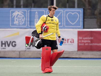 Sam van der Ven moest meerdere malen de bal uit eigen doel vissen.