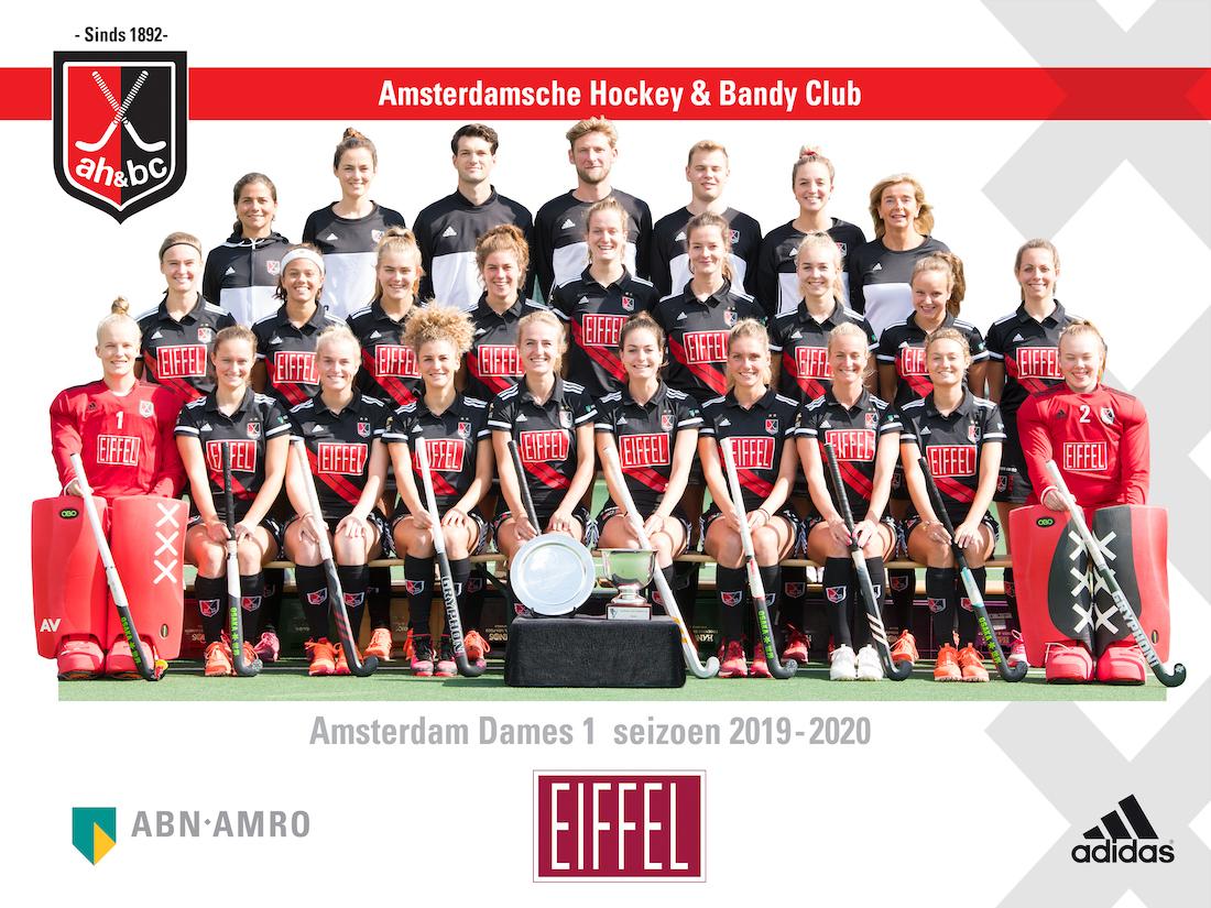 Landskampioen Amsterdam stelt zich voor met een aantal nieuwe speelsters