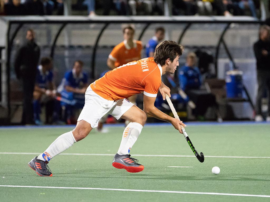 Rick Schrijvers van Zenden kijkt er naar uit om samen te mogen trainen met Belgisch International Arthur van Doren. Foto: Roel Ubels