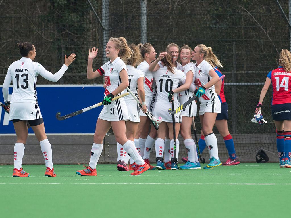 RU-SCHC-Amsterdam-Dames-Amsterdam-viert-doelpunt
