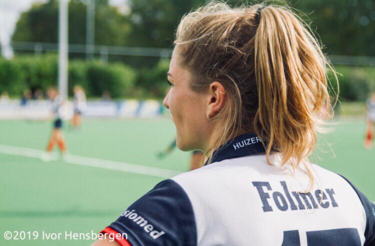 Spits Amber Folmer wil oud worden bij haar club Huizen