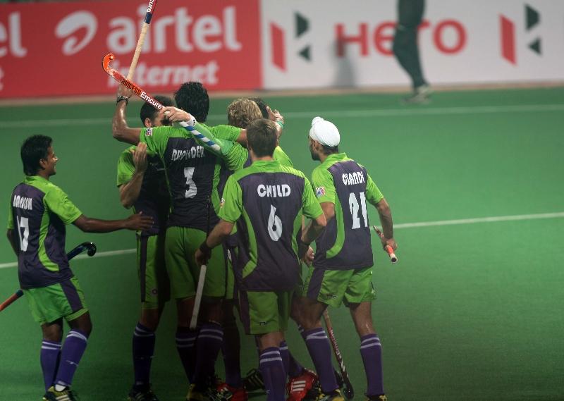 delhi-waveriders-celebrating-after-hitting-a-goal-against-mumbai-magicians-at-delhi-on-16-jan-2013