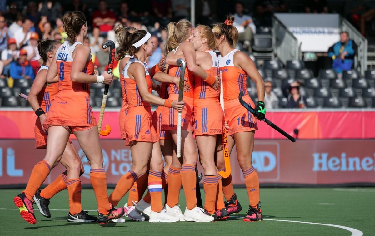 Nederland speelt belabberd en moet aan de bak om de halve finales te halen