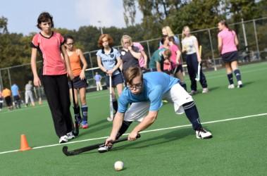 Fonds Gehandicaptensport organiseert samen met Simpel nieuw G-hockey en G-korfbaltoernooi